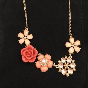 CANDIE'S FLORAL NECKLACE
